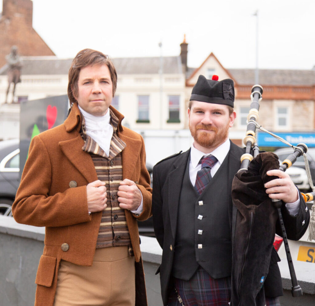 Rabbie Burns with a piper in Ayr